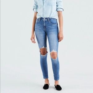 Levi's 721 high rise ripped skinny jean. Size 25